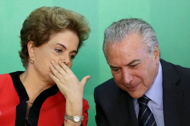 Dilma Rousseff et le vice-présidentMichel Temer au palais... (PHOTO REUTERS)