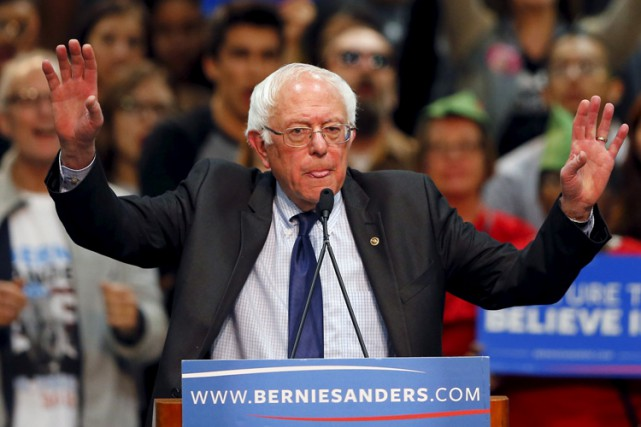 Le camp Clinton accuse Bernie Sanders de mener... (PHOTO REUTERS)
