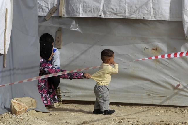 Une famille syrienne bloquée au Liban attend d'être... (Photo archives AP)