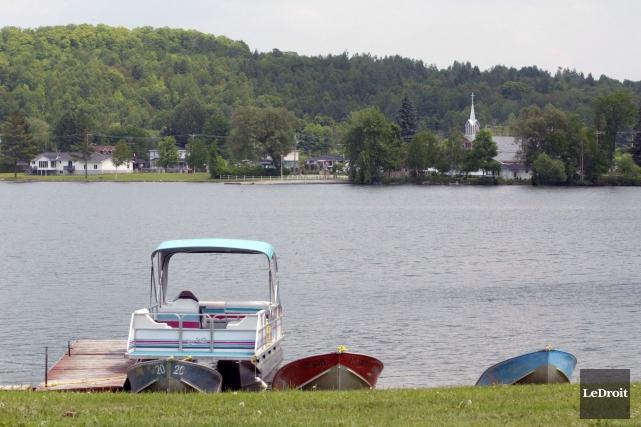L'Association du bassin versant du lac Blue Sea multiplie les contacts auprès... (Archives LeDroit)