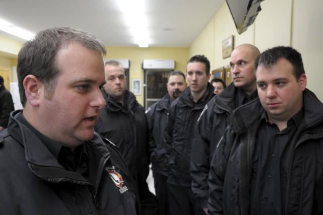 Dominic Vincent, à gauche, est lieutenant au service... (Sylvain Mayer)