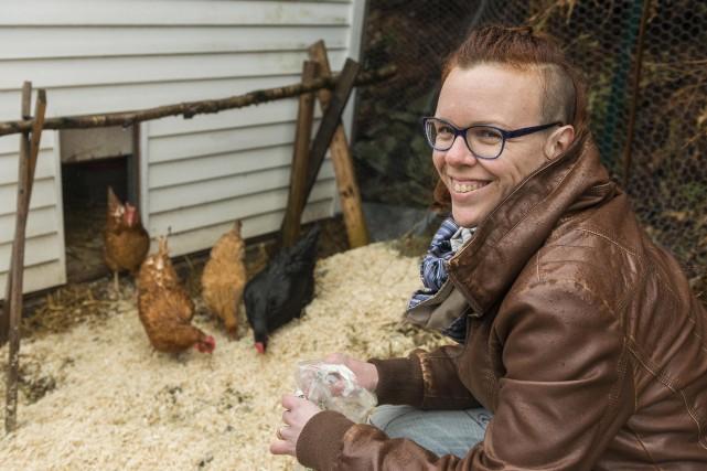 Passionnée de permaculture, Pascale Boutet élève des poules... (Spectre Média, Frédéric Côté)