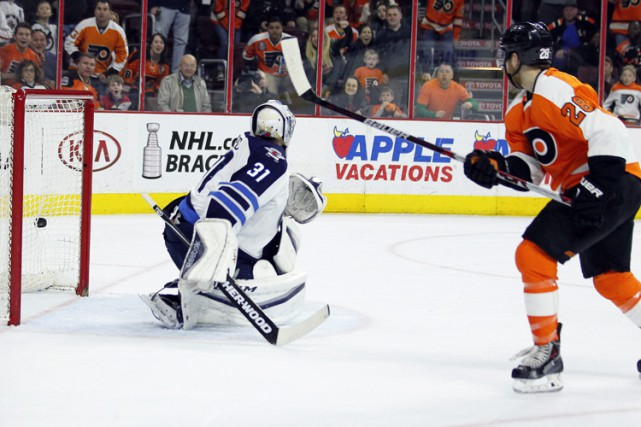 Claude Giroux a marqué à 4:46 de la prolongation et les Flyers de Philadelphie... (PHOTO AP)