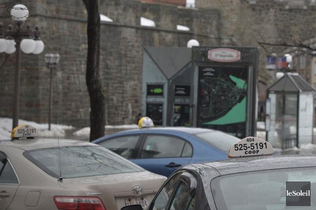 Des chauffeurs de taxi organisent une nouvelle manifestation vendredi pour... (Le Soleil, Pascal Ratthé)