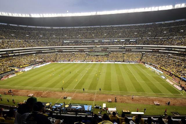 Dans les tribunes du stade Azteca, la passion... (PhotoOmar Torres, archives Agence France-Presse)