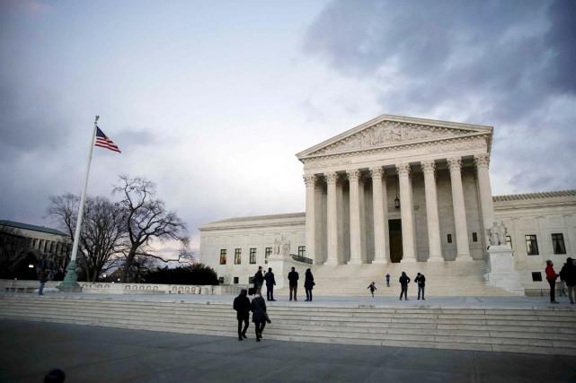 Les huit juges de la Cour suprême des... (PHOTO CARLOS BARRIA, ARCHIVES REUTERS)