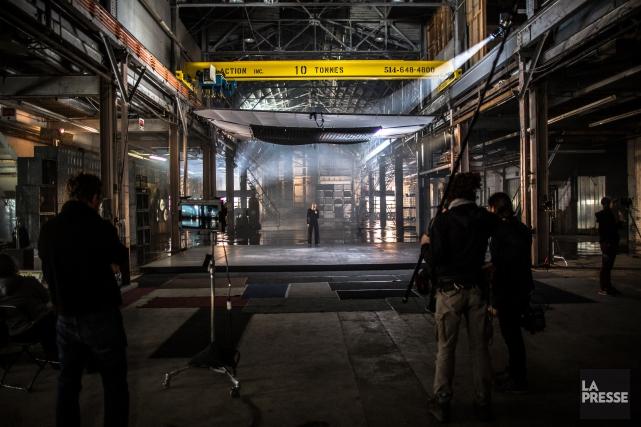 Au centre de l'impressionnant décor industriel d'un hangar... (PHOTO OLIVIER PONTBRIAND, LA PRESSE)