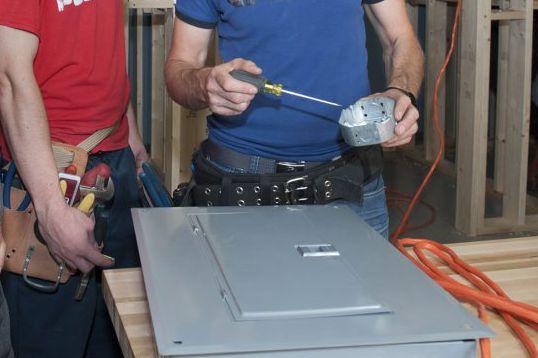Un apprenti électricien qui a fait une vilaine chute sur un chantier de... (Collaboration spéciale Catherine Lefebvre)