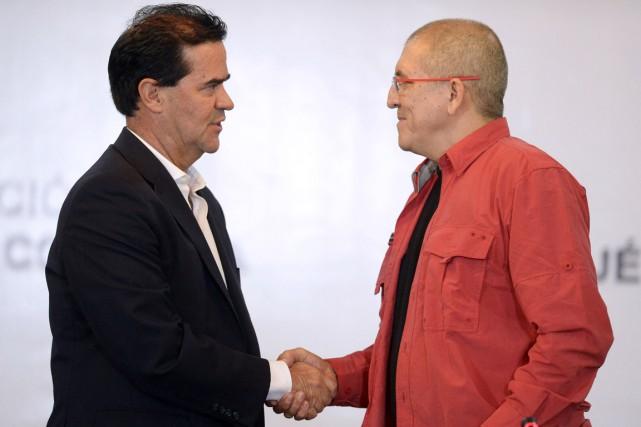Le délégué du gouvernement colombien Frank Pearl (à... (PHOTO FEDERICO PARRA, AFP)