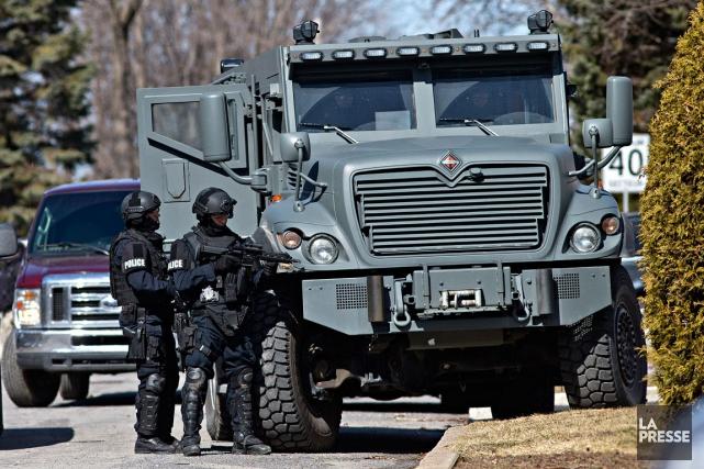 Lors d'un vaste déploiement policier à Pierrefonds, mardi,... (PHOTO PATRICK SANFAÇON, ARCHIVES LA PRESSE)