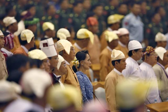 Htin Kyaw, ses deux vice-présidents et 18 ministres... (Aung Shine Oo, AP)