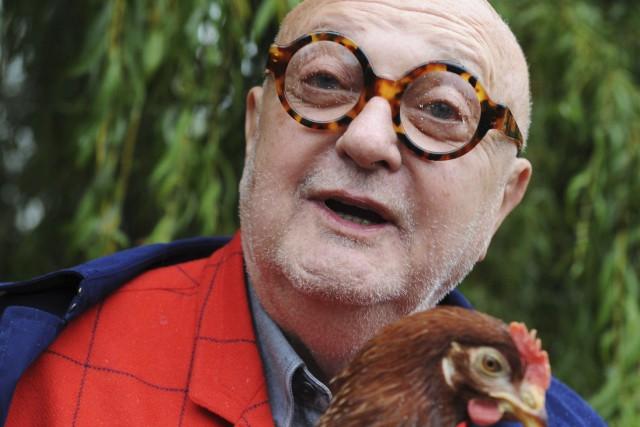 Crâne rasé et lunettes rondes, Jean-Pierre Coffe piquait... (AFP, Jean-François Monier)