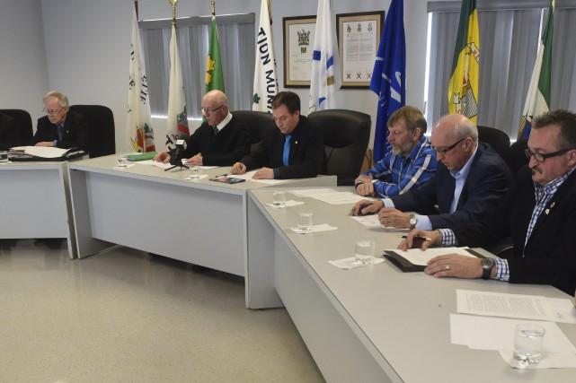 Le front commun composé des maires demande au... (François Gervais)