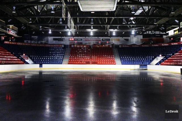 Impossible sous les conservateurs de Stephen Harper, le financement d'un aréna... (Etienne Ranger, Archives LeDroit)