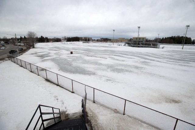 Le terrain de football de l'école secondaire Les... (Stéphane Lessard)
