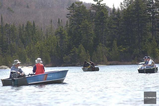 La saison de pêche hivernale se termine ce... (Archives, La Tribune)