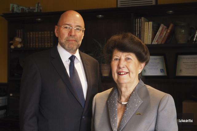Robert Desmarais, directeur général du CLD, et Pauline... (Alain Dion, La Voix de l'Est)