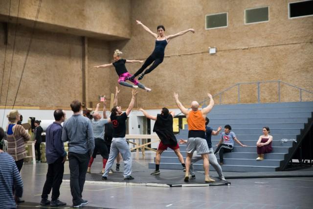 Les acrobates du spectacle Paramour du Cirque du... (PHOTOJENNY ANDERSON, FOURNIE PAR LE CIRQUE DU SOLEIL)