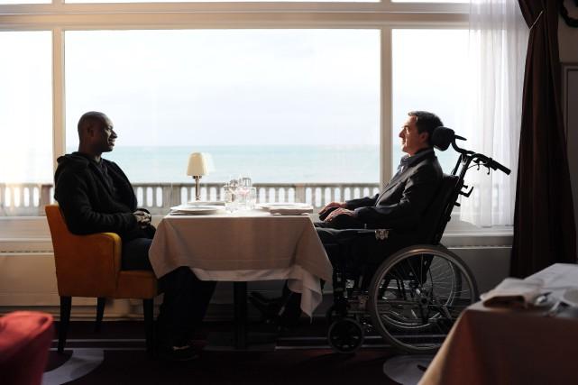 Omar Sy et François Cluzet dans le film... (PHOTO FOURNIE PAR TWC/ALLIANCE)