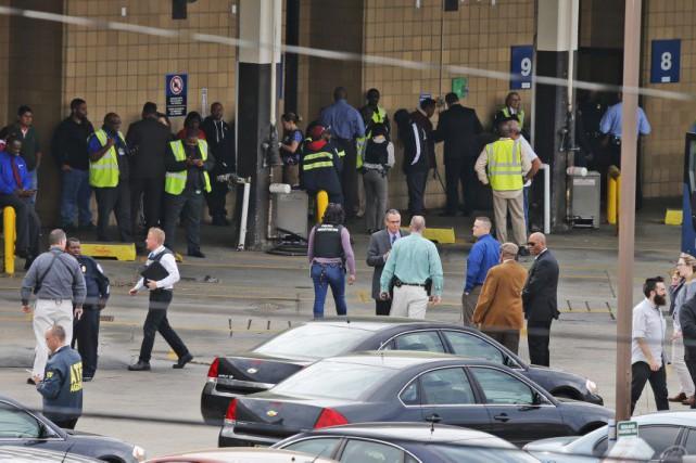 Les coups de feu ont éclaté en début... (Photo Steve Helber, AP)