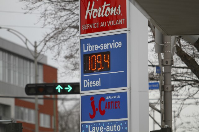 Le prix du carburant ordinaire a augmenté de... (Spectre Média, René Marquis)