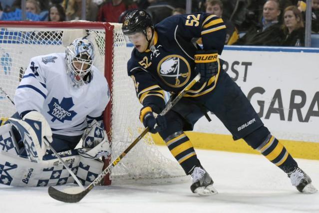 Cal O'Reilly et Johan Larsson ont marqué chacun deux buts et les Sabres de... (Photo Gary Wiepert, AP)