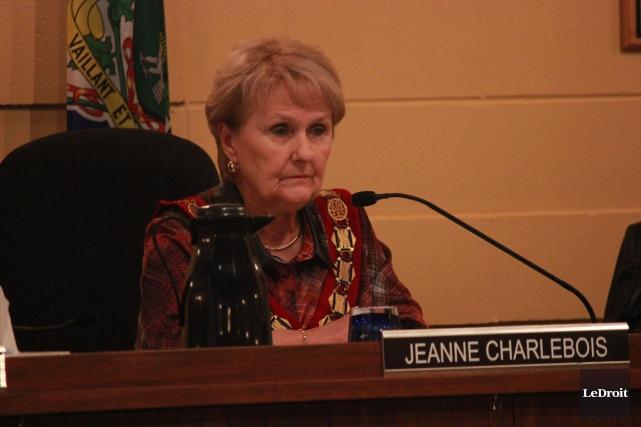 La mairesse, Jeanne Charlebois, a dû se résigner... (Martin Brunette, LeDroit)