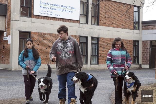 L'école secondaire Massey-Vanier de Cowansville accueille trois jeunes... (Alain Dion, La Voix de l'Est)