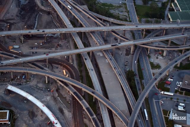 Vue aérienne de l'échangeur Turcot... (PHOTO BERNARD BRAULT, ARCHIVES LA PRESSE)