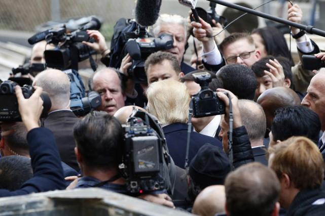 Donald Trump est assailli par les journalistes lors... (PHOTO ALEX BRANDON, ARCHIVES AP)