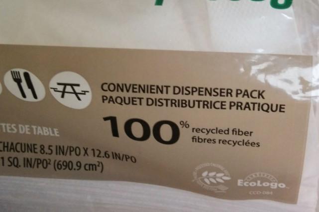 Rosianne Roy a fait l'achat de ce paquet de serviettes de table (et non de...