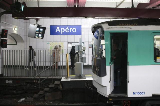 La stationOpéra est devenue «Apéro» pour la journée.... (PHOTO JACQUES DEMARTHON, AFP)
