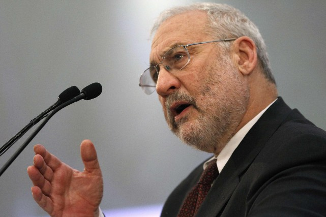Le Nobel d'économie américain JosephStiglitz... (PHOTO YIORGOS KARAHALIS, ARCHIVES REUTERS)