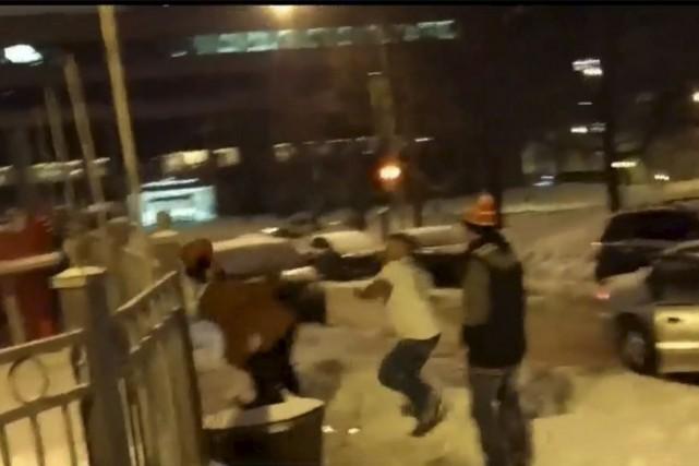 La vidéo montrant un sikh de la région de Toronto se faire marteler de coups... (Photo tirée d'une vidéo de CTV)