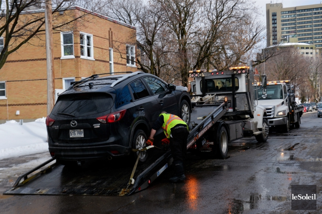 Les chauffeurs Uber récidivistes devront déplier les billets... (Le Soleil, Caroline Grégoire)
