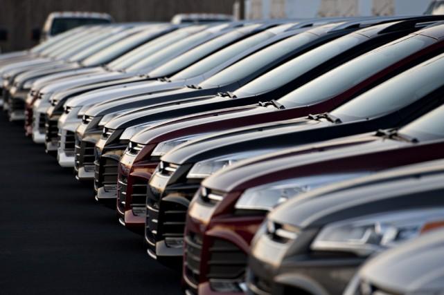 Les ventes de véhicules automobiles ont de nouveau atteint un sommet mensuel en... (Archives Bloomberg)