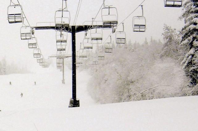 Le jeune skieur a été retrouvé inconscient dans... (Photo AP)