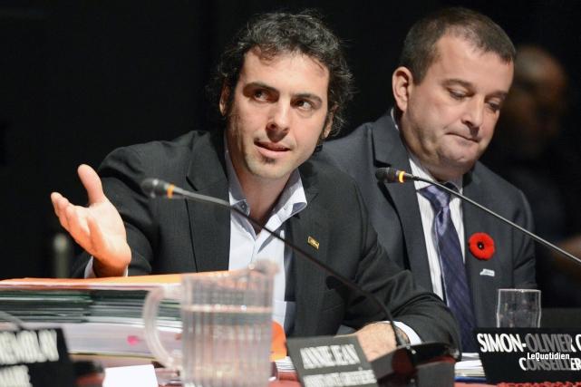 Le conseiller municipal Simon-Olivier Côté... (Archives Le Quotidien)