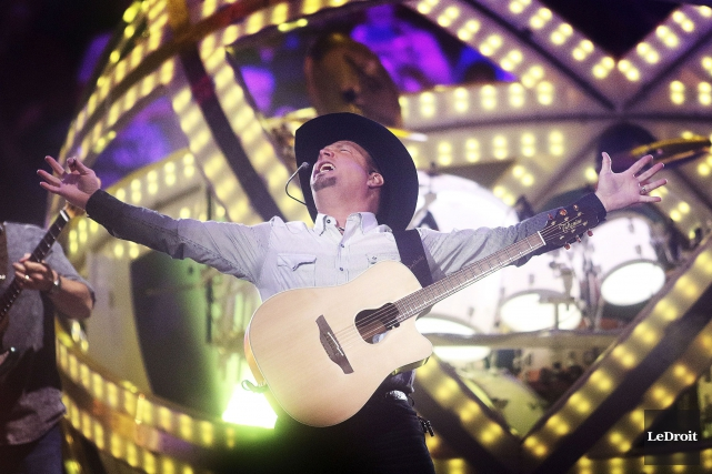 Le chanteur country Garth Brooks a pris possession... (Etienne Ranger, LeDroit)