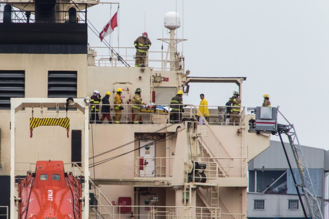 Un individu a été évacué par les pompiers... (Olivier Croteau)