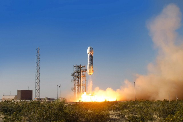 Le lanceur de Blue Origin monte jusqu'à une... (PHOTO BLUE ORIGIN, VIA ARCHIVES ASSOCIATED PRESS)