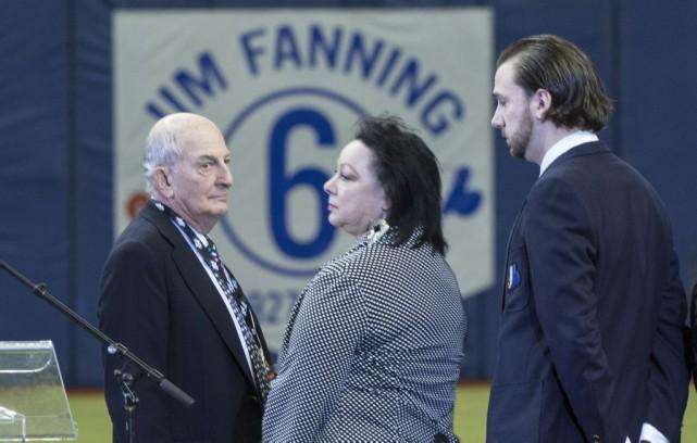L'ancien propriétaire des Expos, Charles Bronfman, en compagnie... (La Presse Canadienne, Paul Chiasson)