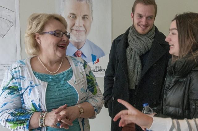 La candidate libérale, Francyne T. Gobeil, était accompagnée... (Photo Le Progrès-dimanche, Michel Tremblay)