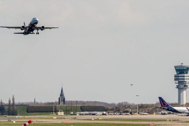 Ce premier vol «symbolique» douze jours après les... (Photo Geert Vanden Wijngaert, Associated Press)