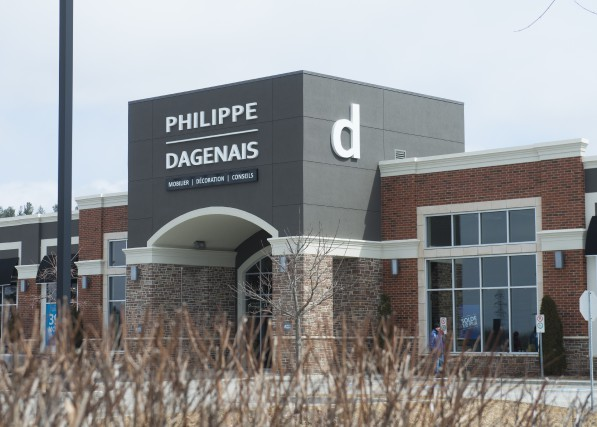 L'entreprise Mobilier Philippe Dagenais s'est placée à l'abri... (Spectre média, Julien Chamberland)