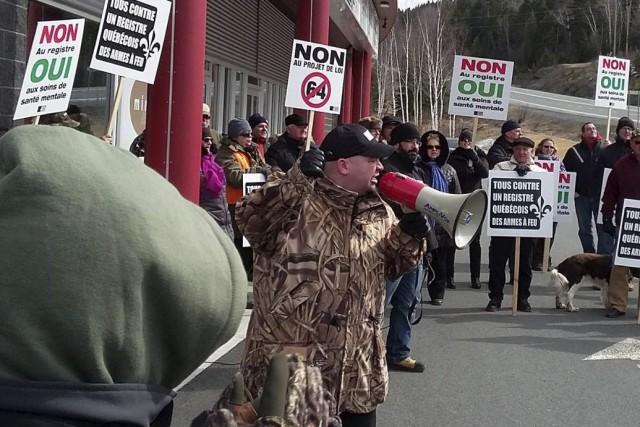 Ils étaient quelque 150 à 200 manifestants à... (Photo fournie par Tous contre un registre québécois des armes à feu)