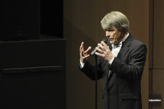 Le chef d'orchestre Jacques Clément a dirigé l'orchestre... (Photo Le Quotidien, Mariane L. St-Gelais)