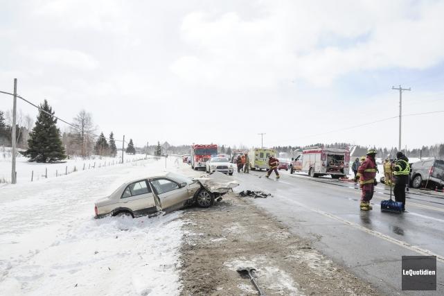 Un face à face entre deux véhicules a fait sept blessés mineurs, à... (Photo Le Quotidien, Gimmy Desbiens)