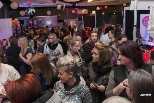 Les allées du Salon de la femme étaient... (Photo Le Quotidien, Michel Tremblay)
