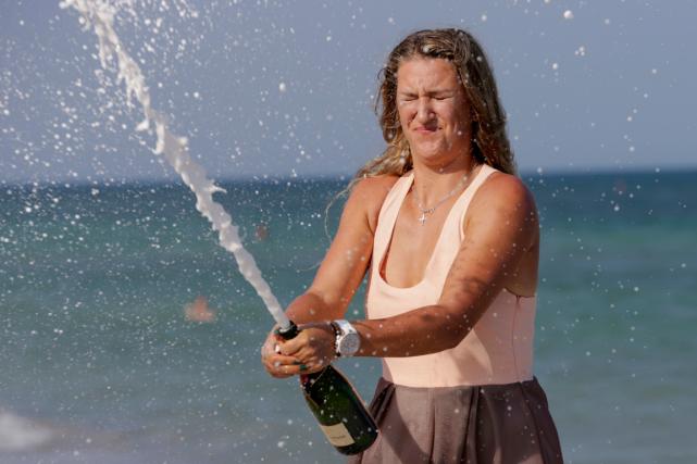 Victoria Azarenka a sabré le champagne sur la... (Photo Lynne Sladky, AP)